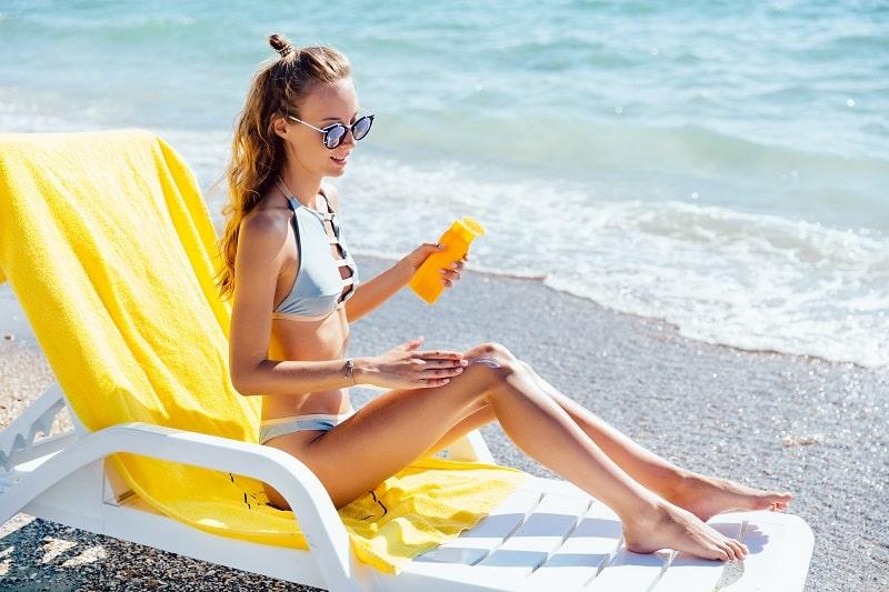 woman wears waterproof sunscreen